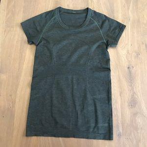 Lululemon green tshirt